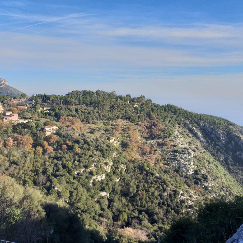 Vista dalla collina della cittadina medievale di Eze