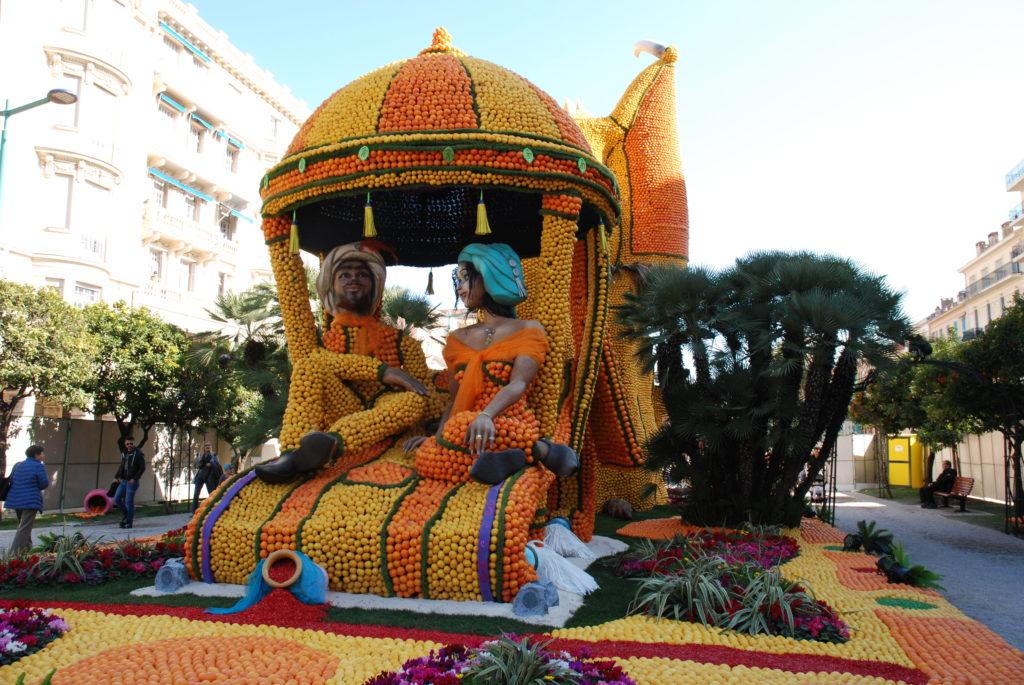 il tappeto volante con Aladino e la principessa in pieno stile Festa del Limone