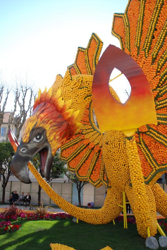 La rappresentazione della fenice, l'uccello di fuoco, con i colori degli agrumi è molto emozionante